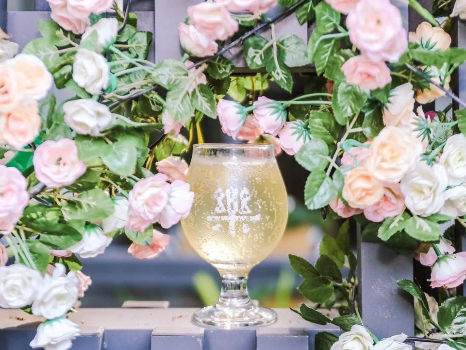 十月份浪漫推出「KISS蜜」精釀啤酒
